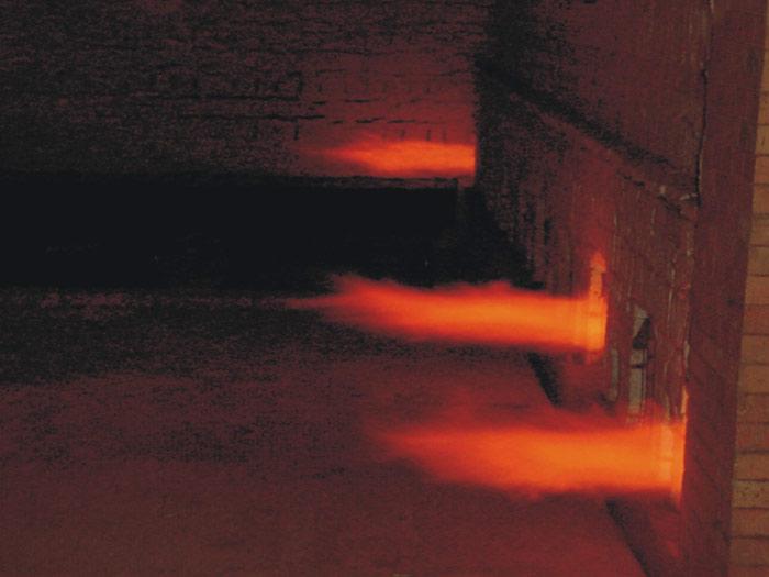 处于大火燃烧状态的高速调温烧嘴